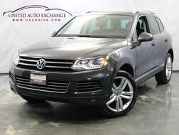 2011_Volkswagen_Touareg_Lux / 3.0L V6 TDI DIESEL Engine / AWD / Panoramic Sunroof / Bluetooth / Navigation / Parking Aid_ Addison IL