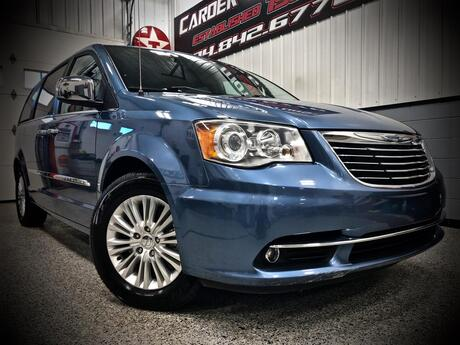 2012 CHRYSLER TOWN AND COUNTRY Limited Bridgeport WV