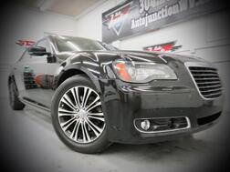 2012_Chrysler_300_300S_ Grafton WV