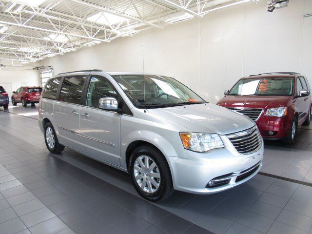 2012 Chrysler Town & Country Touring-L Green Bay WI