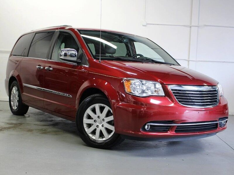 2012 Chrysler Town & Country w/RES, NAVI, & Back Up Camera Touring-L