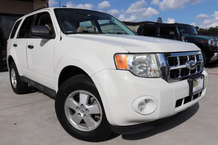 2012 Ford Escape XLT 1 OWNER CLEAN CARFAX LOW MILES SHOWROOM CONDITION!!! Houston TX
