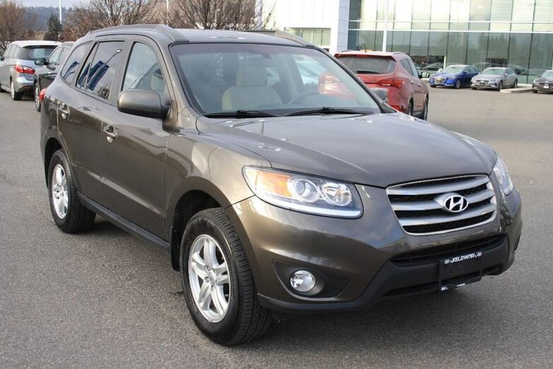 2012 Hyundai Santa Fe GL Bluetooth, Power options,Heated seats, AWD. Kelowna BC