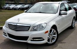 Mercedes-Benz C250 w/ LEATHER SEATS & SUNROOF 2012