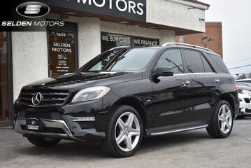 2012_Mercedes-Benz_ML550_4Matic_ Conshohocken PA