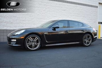 2012_Porsche_Panamera_4_ Willow Grove PA