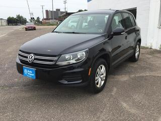 Volkswagen Tiguan S 2012