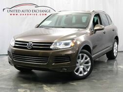 2012_Volkswagen_Touareg_Lux / 3.0L V6 DIESEL Engine / 4WD / Navigation / Panoramic Sunroof / Bluetooth / Parking Aid_ Addison IL