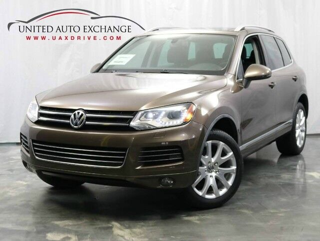 2012 Volkswagen Touareg Lux / 3.0L V6 DIESEL Engine / 4WD / Navigation / Panoramic Sunroof / Bluetooth / Parking Aid Addison IL