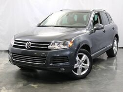 2012_Volkswagen_Touareg_Lux / 3.0L V6 TDI DIESEL Engine / AWD / Navigation / Panoramic Sunroof / Rear View Camera / Bluetooth / Heated Leather Seats_ Addison IL