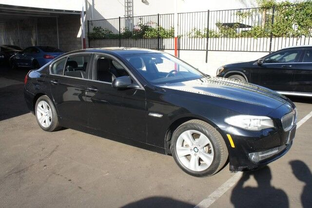 2013 BMW 5 Series 528i (12/12) PREMIUM/ NAVI/ REARVIEW/ COMFORT ACCESS/ 17',
