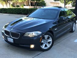 2013_BMW_528i xDrive_AWD PREMIUM PACKAGE COLD WEATHER PACKAGE NAVIGATION SUNROOF LEATHER SEATS_ Addison TX