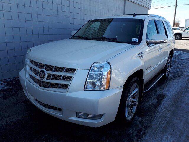2013 Cadillac Escalade Luxury   MECH SPECIAL   SUNROOF   DVD Calgary AB