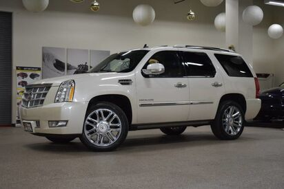 2013_Cadillac_Escalade_Platinum Edition_ Boston MA