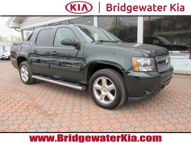2013 Chevrolet Avalanche LT 4WD Crew Cab, Black Diamond Edition, Rear-View Camera, Bluetooth Technology, Heated Leather Seats, 20-Inch Alloy Wheels, Bridgewater NJ