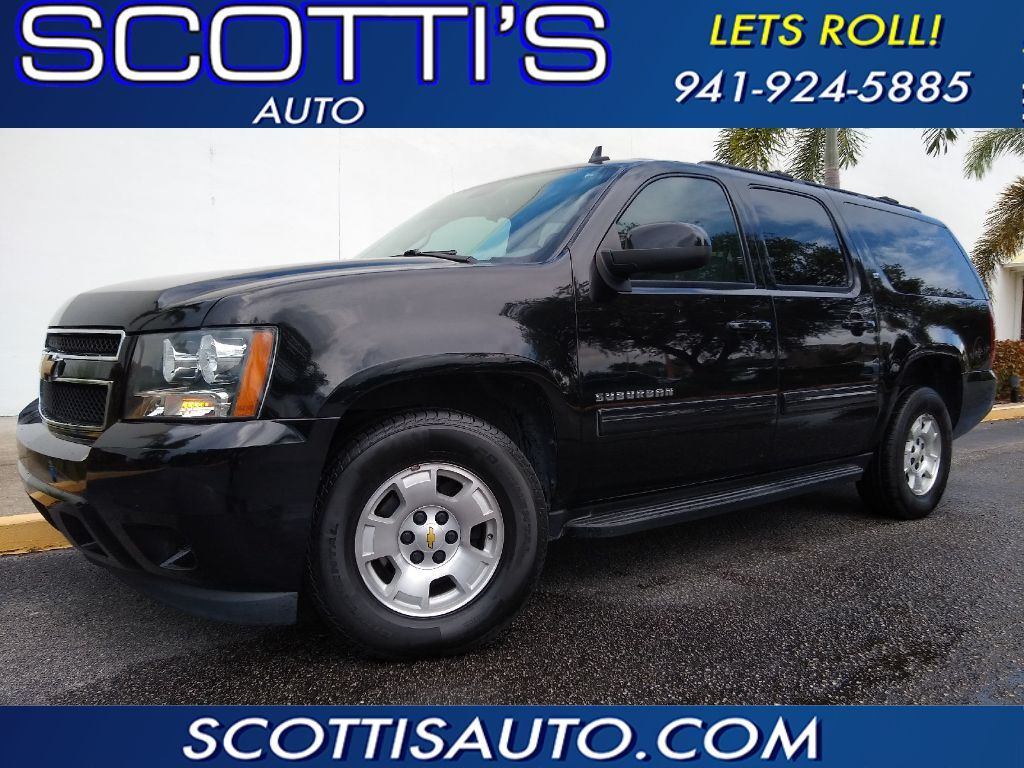 2013 Chevrolet Suburban LT~ GRAY LEATHER~ 3RD ROW SEAT~ CLEAN~ ONLINE FINANCE AND SHIPPING AVAILABLE! Sarasota FL