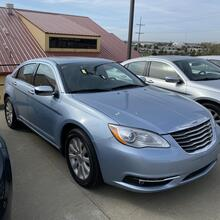 2013_Chrysler_200_Limited_ Kansas City MO