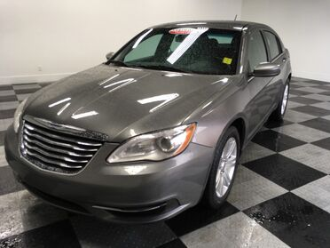 2013_Chrysler_200_Touring_ Chattanooga TN