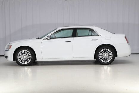 2013_Chrysler_300C_AWD HEMI_ West Chester PA