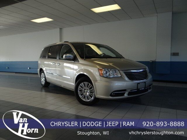 2013 Chrysler Town & Country Limited Plymouth WI