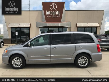2013 Chrysler Town & Country Limited Wichita KS