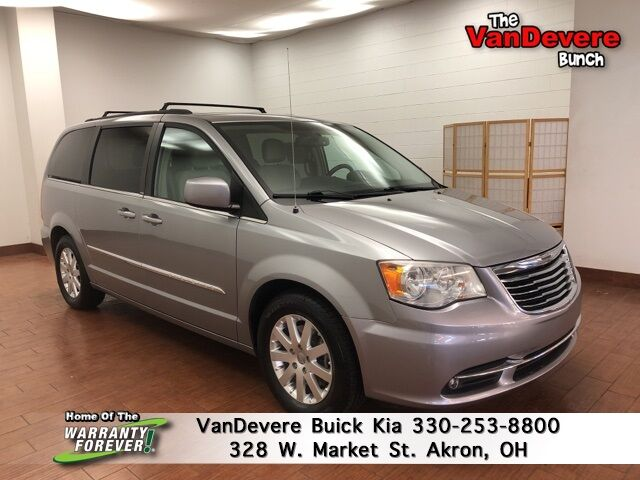 2013 Chrysler Town & Country Touring Akron OH