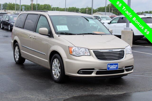2013 Chrysler Town & Country Touring Green Bay WI