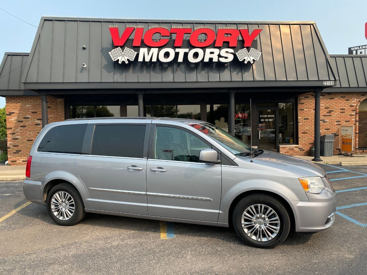 2013 Chrysler Town and Country Touring L 4dr Mini Van Chesterfield MI