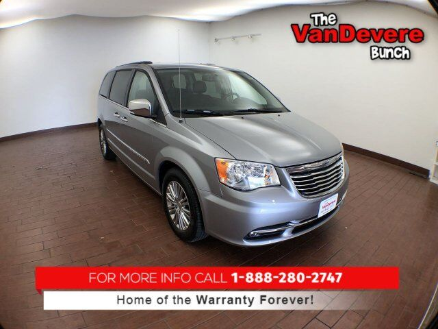 2013 Chrysler Town & Country Touring-L Akron OH
