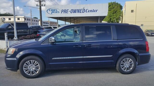 2013 Chrysler Town & Country Touring-L Maite