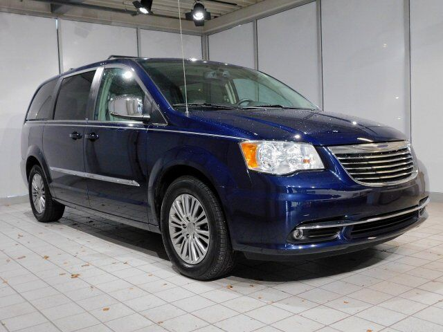 2013 Chrysler Town & Country Touring-L Newark DE