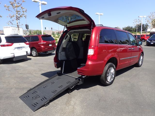 2013 FMI Chrysler Town & Country Touring-L w/ Manual Ramp Anaheim CA