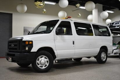 2013_Ford_Econoline E-250_10 Passenger_ Boston MA