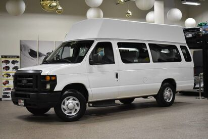 2013_Ford_Econoline E-250_12 Passenger_ Boston MA