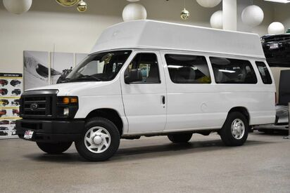 2013_Ford_Econoline E-250_13 Passenger_ Boston MA