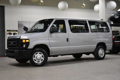 2013_Ford_Econoline_E-350 XLT 12 Passenger_ Boston MA