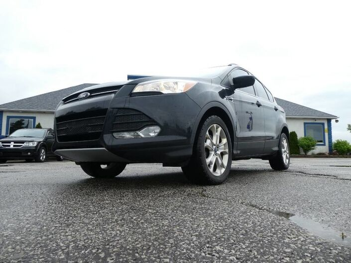 2013 Ford Escape SE- HEATED SEATS- PANORAMIC SUNROOF- BLUETOOTH Essex ON