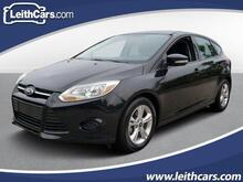 2013_Ford_Focus_5dr HB SE_ Cary NC