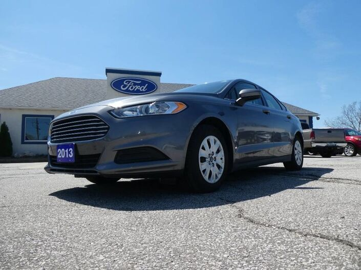 2013 Ford Fusion S- LOW KM ONLY 33,463 KM- AUTO- BLUETOOTH Essex ON