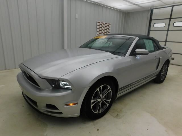 2013 Ford Mustang 2dr Conv V6 Manhattan KS