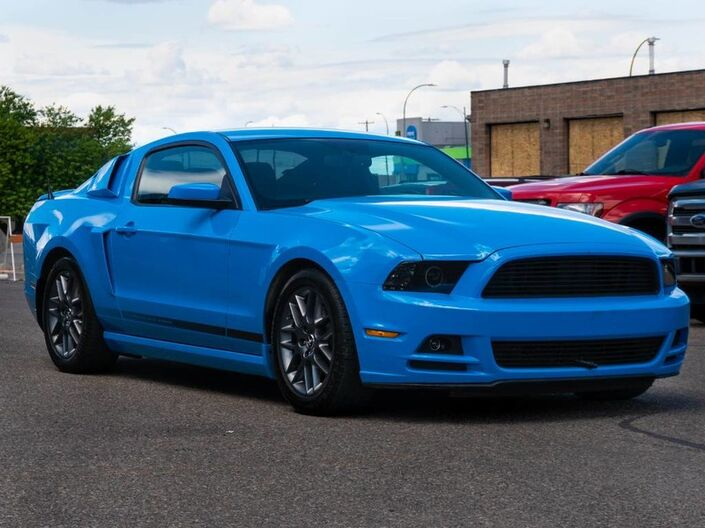 2013 Ford Mustang V6 - HEATED CLOTH SEATS -COMMAND START Lethbridge AB