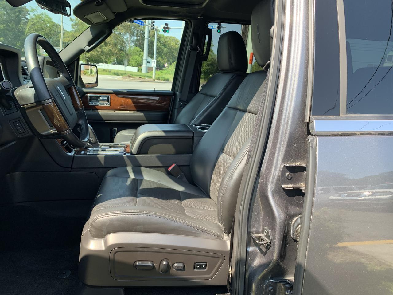 2013 LINCOLN NAVIGATOR 4X4, WARRANTY, LEATHER, NAV, SUNROOF, HEATED/COOLED SEATS, BACKUP CAM, POWER RUNNING BOARDS! Norfolk VA