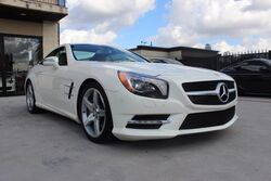 Mercedes-Benz SL-Class 2dr Roadster SL 550,PANO,SPORT,LIKE NEW! 2013