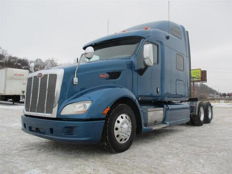 2013_Peterbilt_587_70 Inch Raised Roof_ Eau Claire MN