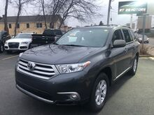 2013_Toyota_Highlander_SE V6 AWD_ North Reading MA