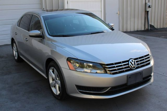 2013 Volkswagen Passat TDI Turbo Diesel SE Sunroof 43 mpg Warranty One Owner Knoxville TN