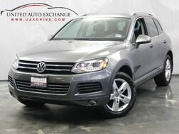 2013_Volkswagen_Touareg_Sport / 3.0L V6 TDI DIESEL Engine / AWD / Panoramic Sunroof / Navigation / Bluetooth / Rear View Camera / Heated Leather Seats_ Addison IL