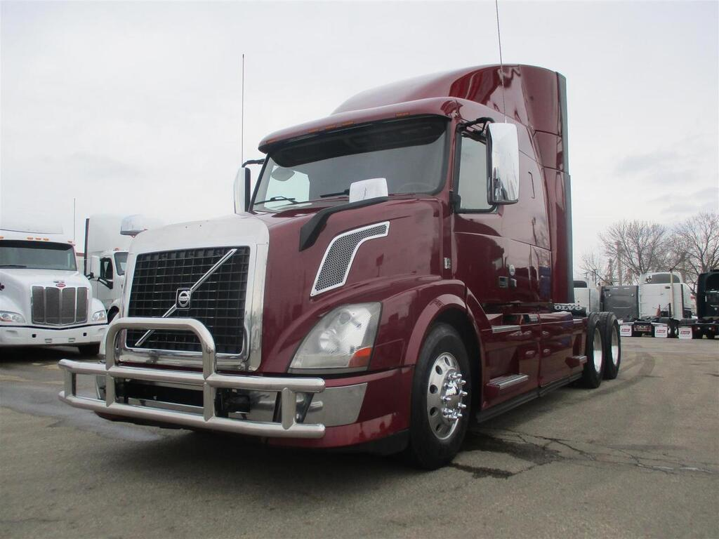 2013 Volvo VNL630 Mid Roof Eau Claire MN
