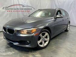 2014_BMW_3 Series_328i xDrive / 2.0L Turbocharged Engine / AWD xDrive / Panoramic Sunroof / Navigation / Bluetooth / Parking Aid with Rear view Camera / Push Start_ Addison IL