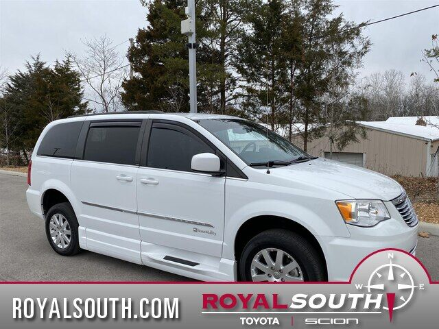 2014 Chrysler Town & Country BRAUNABILITY